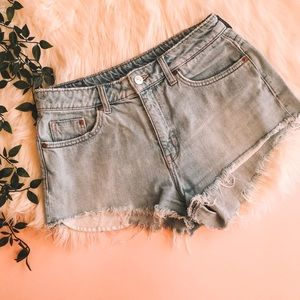 🌸H&M Divided Distressed Denim Shorts